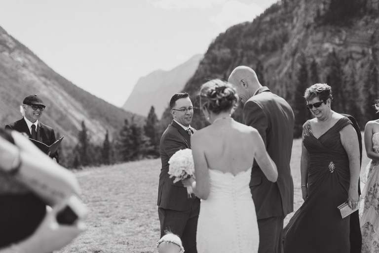bride first look at the fairmont banff springs hotel from nicole sarah, wedding photographer in calgary