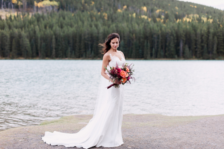 bride groom portrait, sunset photo, bridal bouquet, nicole sarah, calgary wedding photographers, mountains, banff