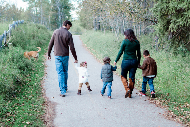 family photo, family photography, fall, fall photos, family session, calgary photographer nicole sarah, kids, family dog
