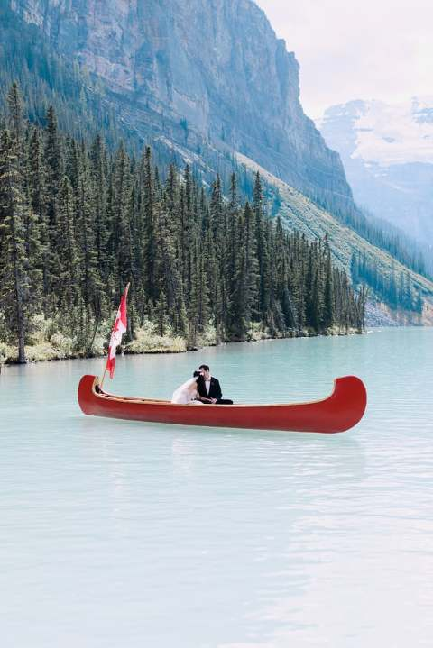 lake louise wedding, lake louise canoe photo wedding, couple in canoe, rocky mountain canoe wedding, calgary wedding photographers